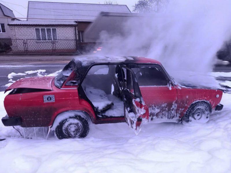 В Первомайске горела припаркованная машина (ФОТО)