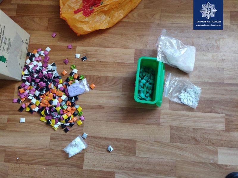 "В Николаеве полиция задержала ""закладчика"", который фасовал наркотики на съемной квартире (ФОТО)"