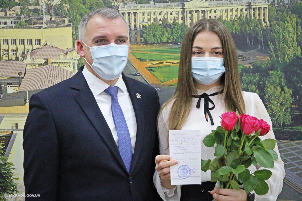 В Николаеве два врача получили «под елочку» ключи от служебных квартир (ФОТО) 1