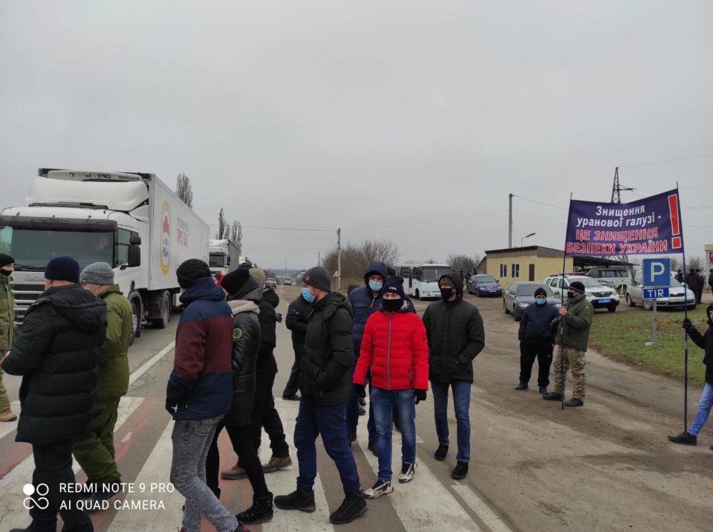 На Кировоградщине бастуют работники урановых шахт: перекрыты три автотрассы (ФОТО, ВИДЕО) 3
