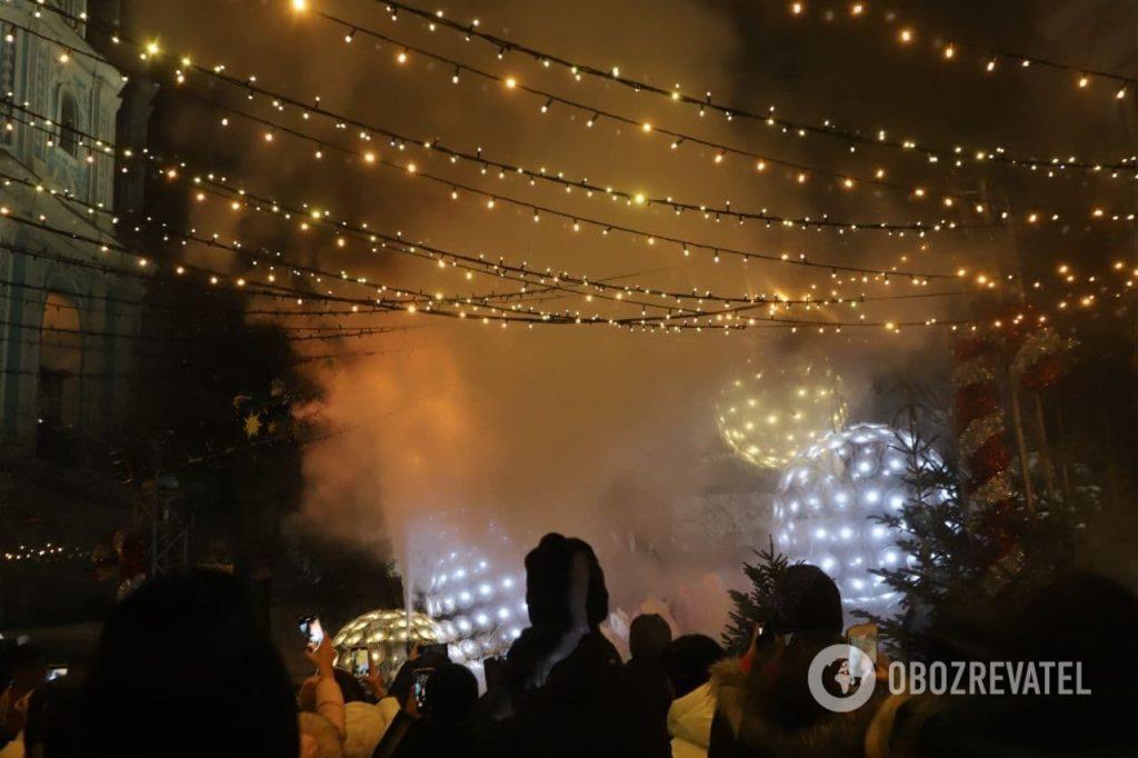 Тенденция настораживает: в Киеве во время открытия Главной елки страны загорелись декорации (ФОТО, ВИДЕО) 5
