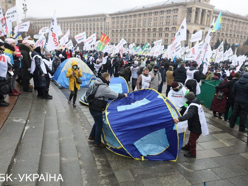 Протестующим предпринимателям в Киеве таки удалось установить несколько палаток. Хроника дня (ФОТО)