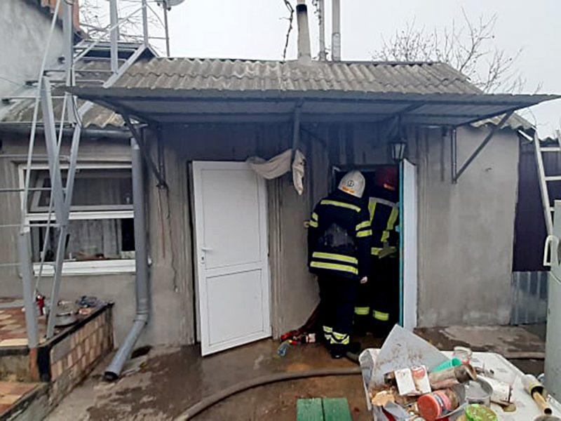 В Николаеве пожарные спасли жилой дом от уничтожения (ФОТО)
