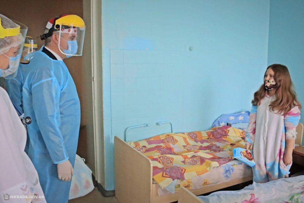 Пациенты Николаевской детской горбольницы №2 не остались без подарков на День святого Николая (ФОТО) 7
