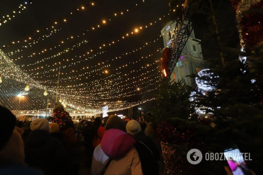 Тенденция настораживает: в Киеве во время открытия Главной елки страны загорелись декорации (ФОТО, ВИДЕО) 7