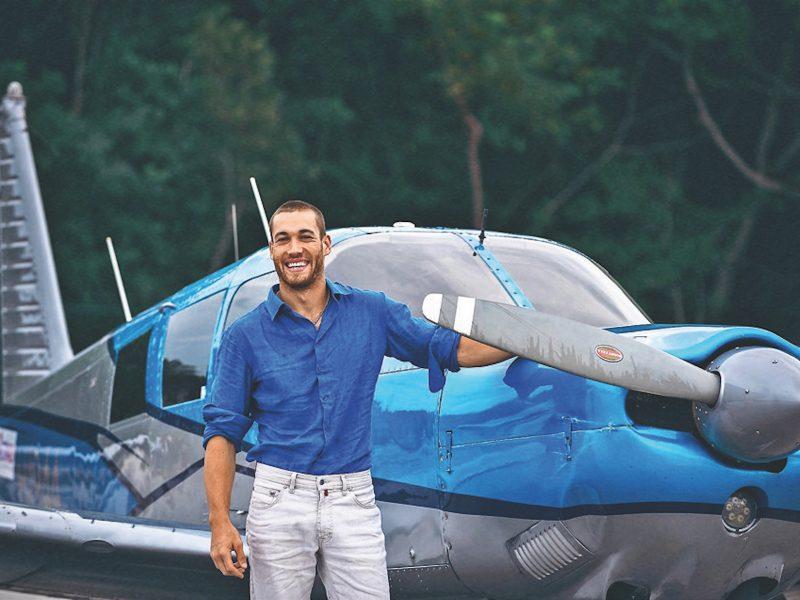 Украинский мастер высшего пилотажа выполнил невероятный трюк с мотоциклами (ВИДЕО)