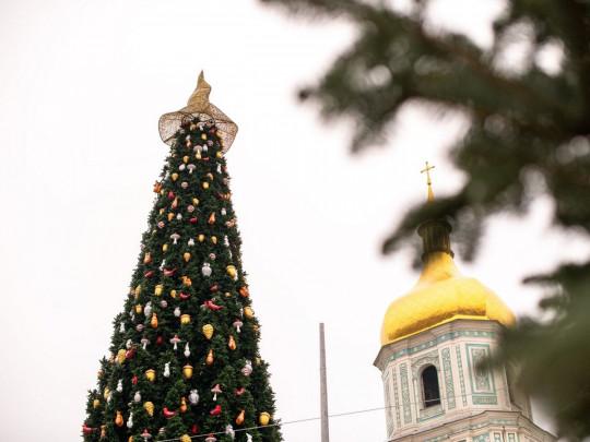 Скандал с ведьминским колпаком на главной елке страны. Церковь победила (ФОТО)