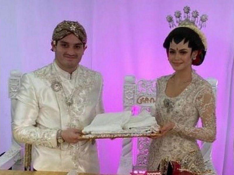 В Малайзии сын министра устроил свадьбу на 10 тысяч гостей, не нарушив карантин