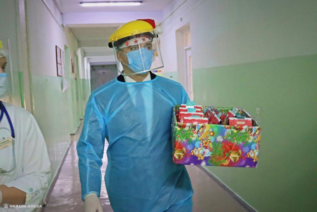 Пациенты Николаевской детской горбольницы №2 не остались без подарков на День святого Николая (ФОТО) 9
