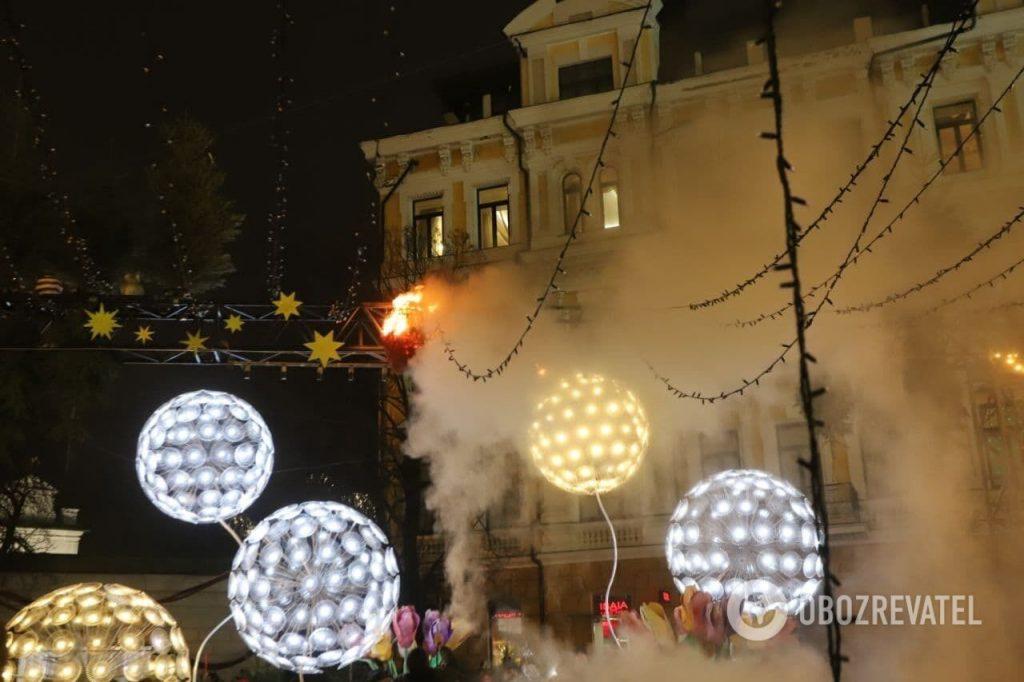 Тенденция настораживает: в Киеве во время открытия Главной елки страны загорелись декорации (ФОТО, ВИДЕО) 1