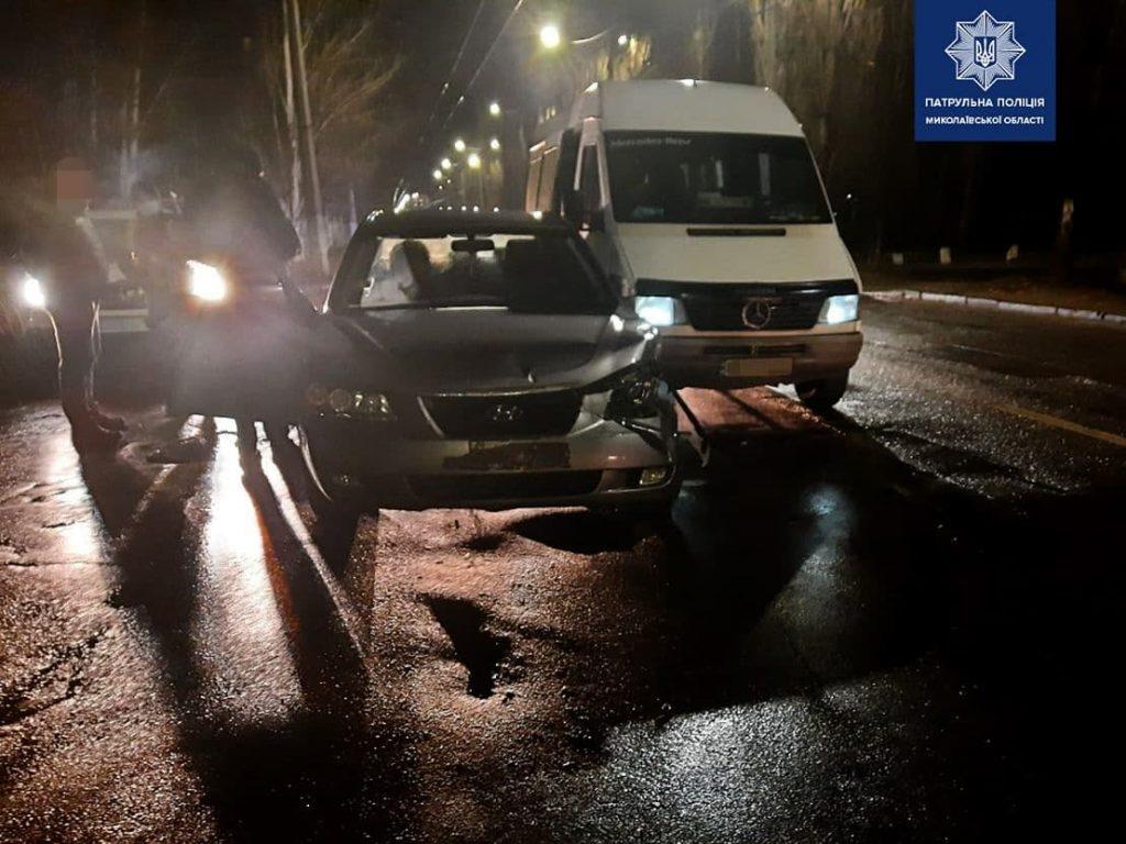 ДТП с легковушкой и маршруткой в Николаеве: водитель легковушки был пьян (ФОТО) 1