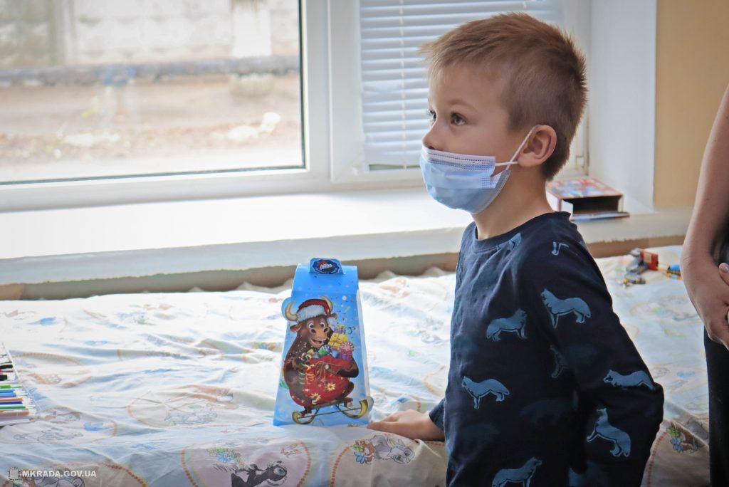 Пациенты Николаевской детской горбольницы №2 не остались без подарков на День святого Николая (ФОТО) 11