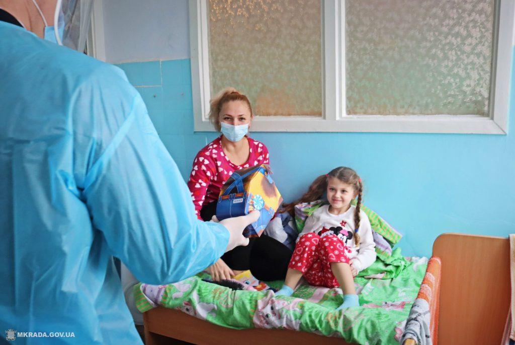 Пациенты Николаевской детской горбольницы №2 не остались без подарков на День святого Николая (ФОТО) 15
