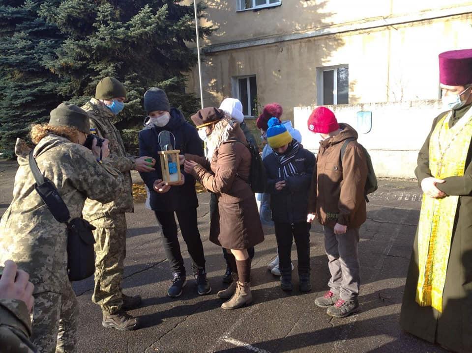 Николаевские пластуны передают Вифлеемский огонь мира военным и гражданским (ФОТО, ВИДЕО) 13