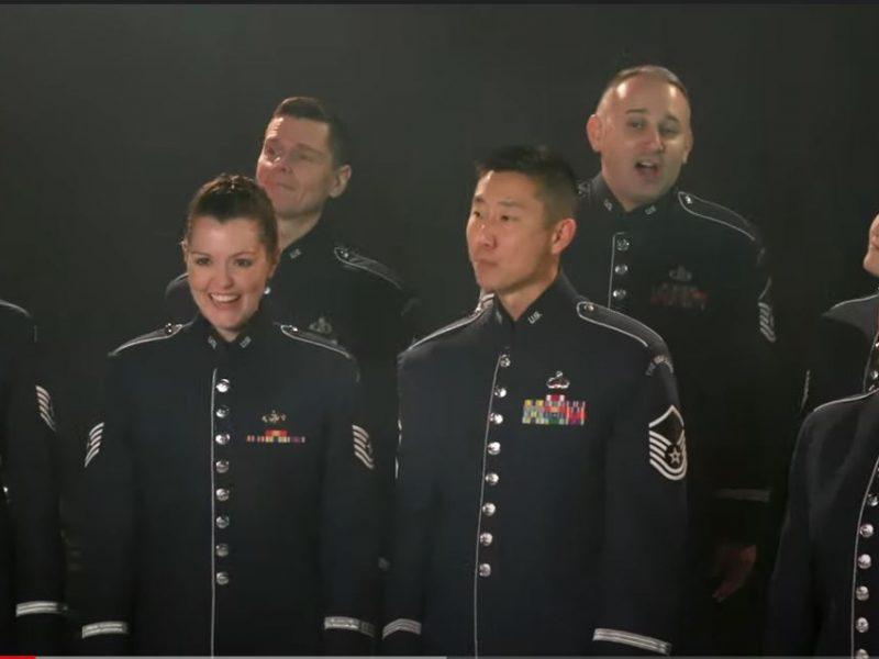 """Очень необычно. Военный оркестр США поздравил Украину """"Щедриком"""" (ВИДЕО)"""