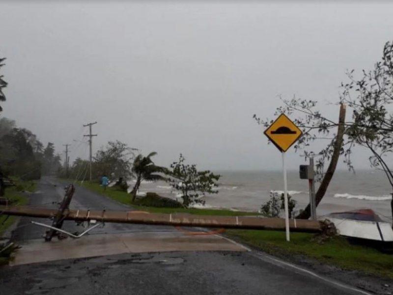 Ураган обрушился на Фиджи и полностью разрушил один из островов, есть жертвы (ФОТО)