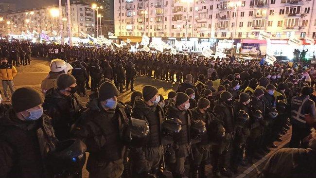В Киеве ФОПы пикетируют ДК «Украина» перед концертом «95 квартала» (ФОТО, ВИДЕО)