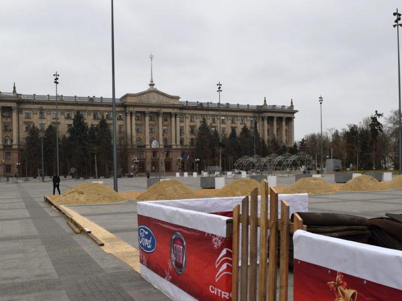 В Николаеве на Соборной площади начали подготовку к новогодним праздникам (ФОТО и ВИДЕО)
