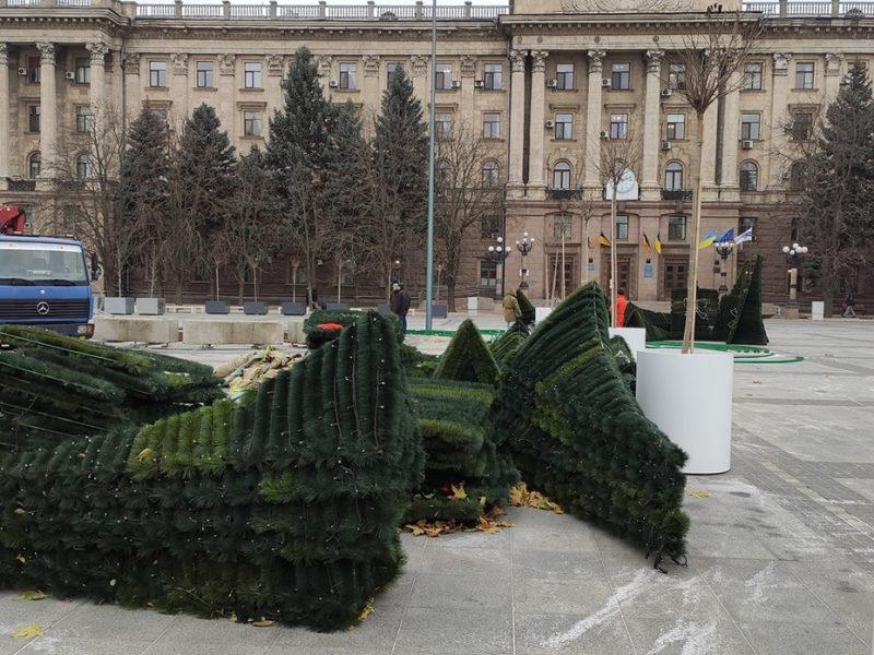 В Николаеве устанавливают Главную праздничную ёлку