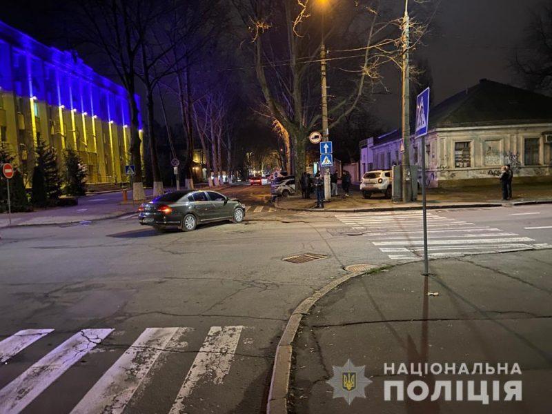 На пустой улице. В центре Николаева столкнулись Volkswagen и Renault Duster – 4 пострадавших, в том числе ребенок (ФОТО)