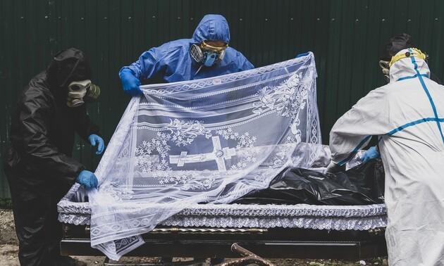 Самая высокая динамика смертности с начала пандемии. В апреле-2021 умерло на 48,5% украинцев больше, чем год назад
