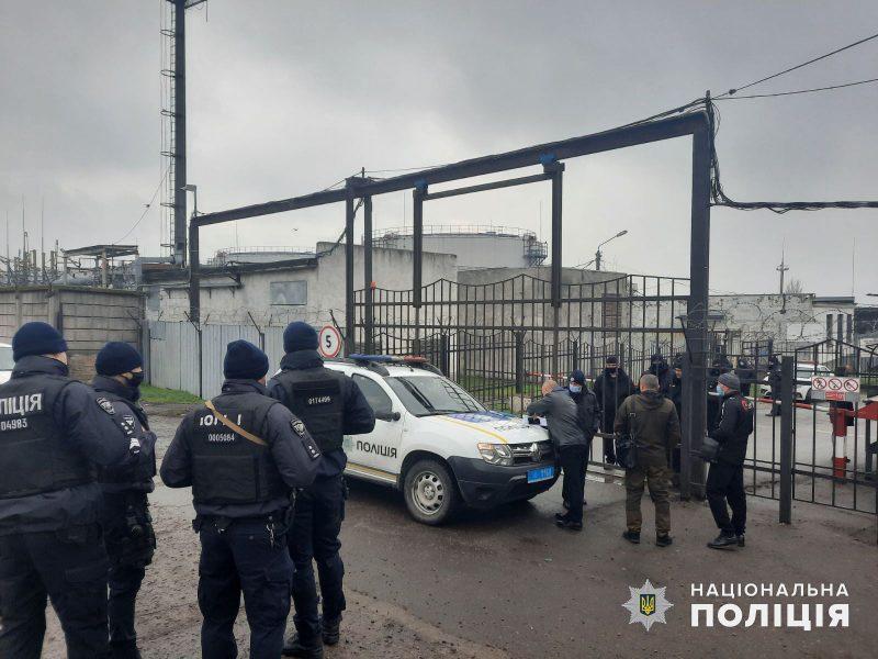 Конфликт на Нефтебазе связан с компанией, засветившейся в крупных скандалах
