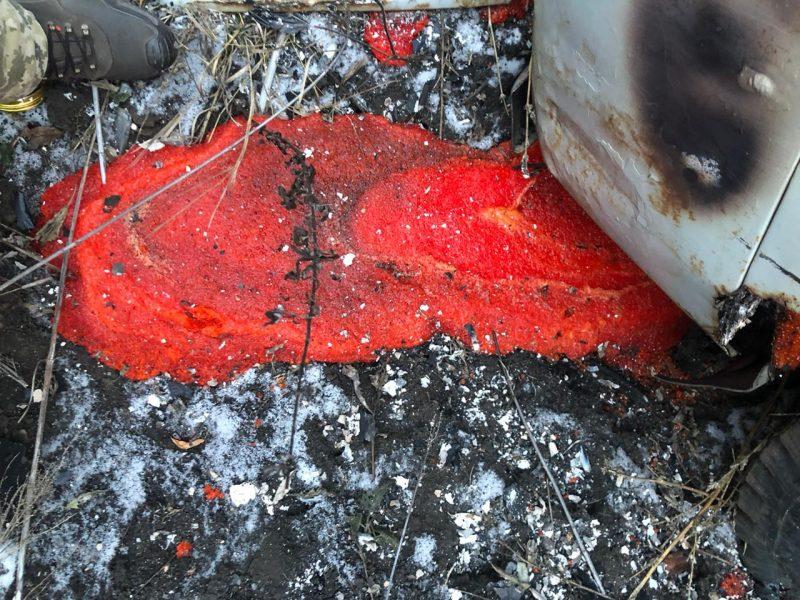 На границе с РФ в противоконтрабандном рве застрял УАЗ с икрой. Его сожгли (ФОТО, ВИДЕО)