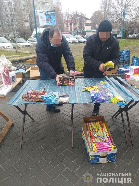 Или вам себя не жалко? В Николаеве изъяли 20 тыс. сомнительных фейерверков (ФОТО) 5