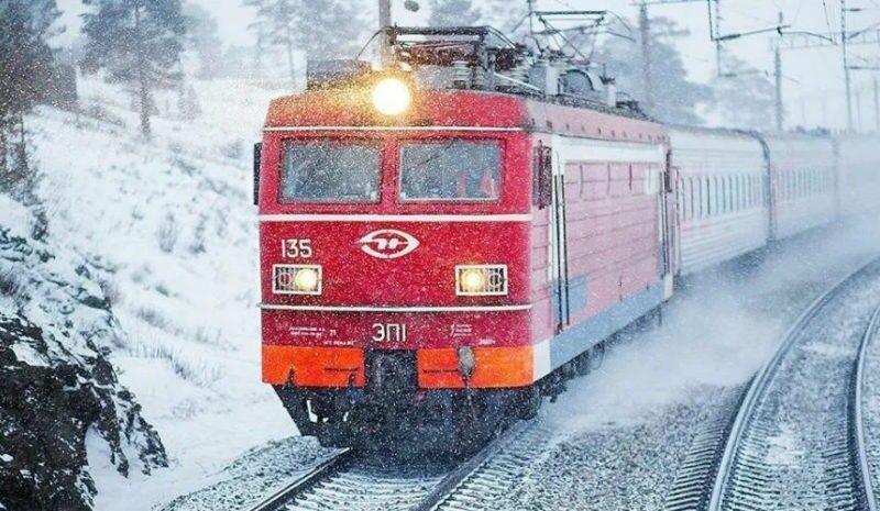 Проводник поезда Рахов-Львов вернул пассажиру сумку с 19 тыс.долларов