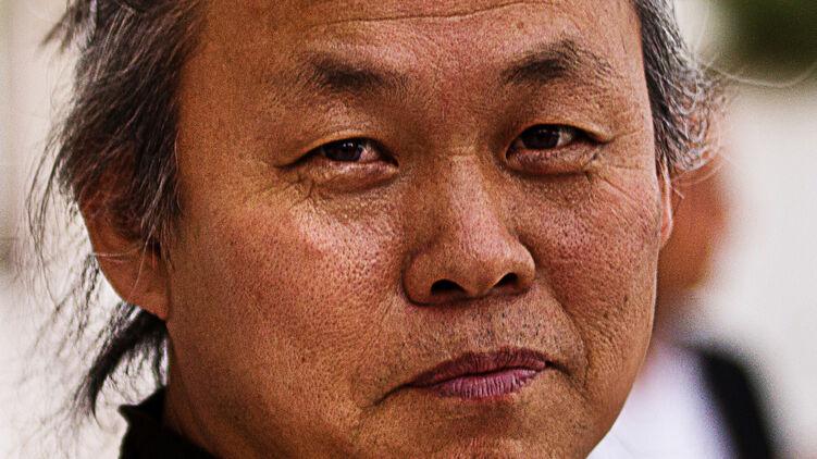 Знаменитый корейский режиссер Ким Ки Дук приехал купить дом в Юрмале и умер от коронавируса