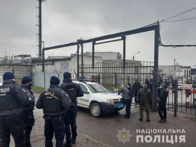 В Николаеве на нефтебазе нашли ящик с «коктейлями Молотова» (ВИДЕО)