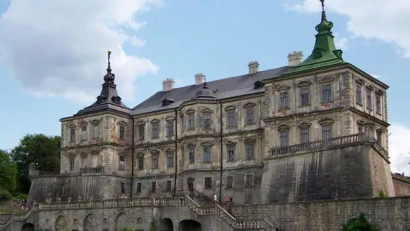 Украинский замок попал в мировой перечень величественных, но заброшенных зданий (ФОТО)