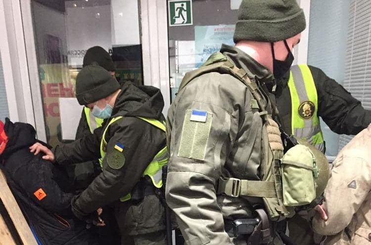 В Николаеве на выходных нацгвардейцы задержали мужчину со шприцом и двух воров (ФОТО)