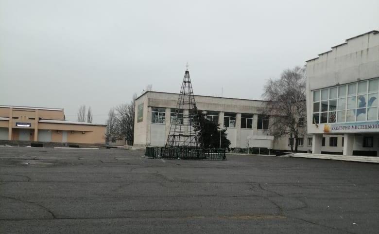 Даже открыть не успели: в райцентре Херсонской области сгорела Главная елка (ФОТО)