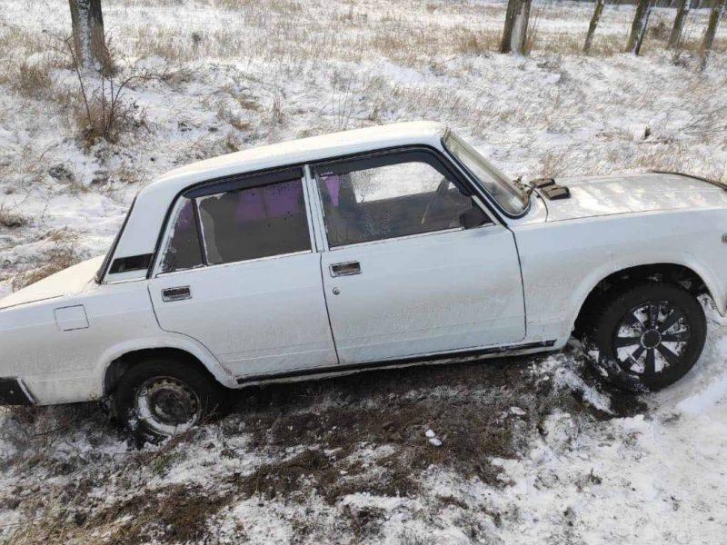 Водитель сам бы не справился: на очаковской трассе спасатели вытаскивали «семерку» из кювета (ФОТО)