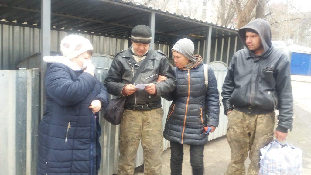 В Николаеве для бездомных работают пункты горячего питания и выдачи теплой одежды (ФОТО) 3