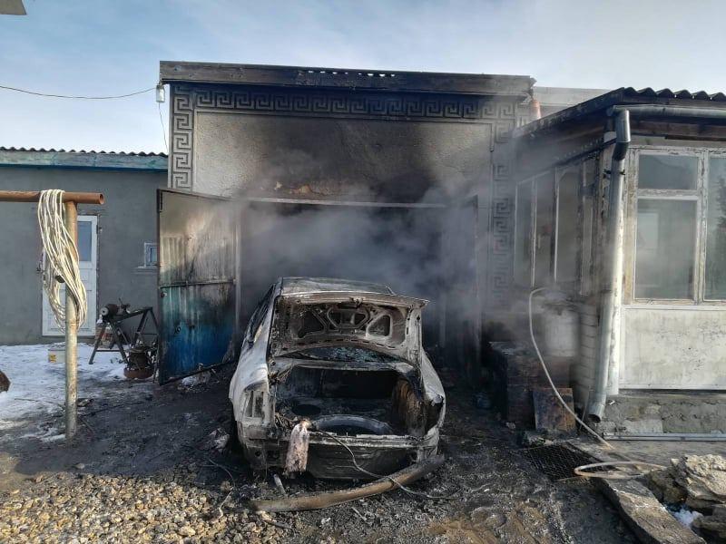 В воскресенье спасатели Николаевщины тушили автомобили, хозпостройки и жилые дома (ФОТО) 1