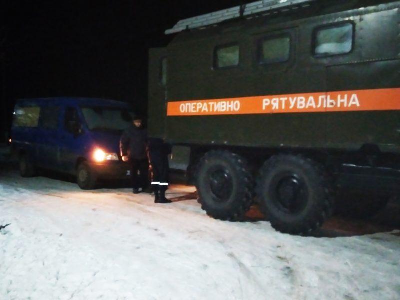 В Новобугском районе ночью спасатели не дали замерзнуть отцу с сыном – у них заглохла машина