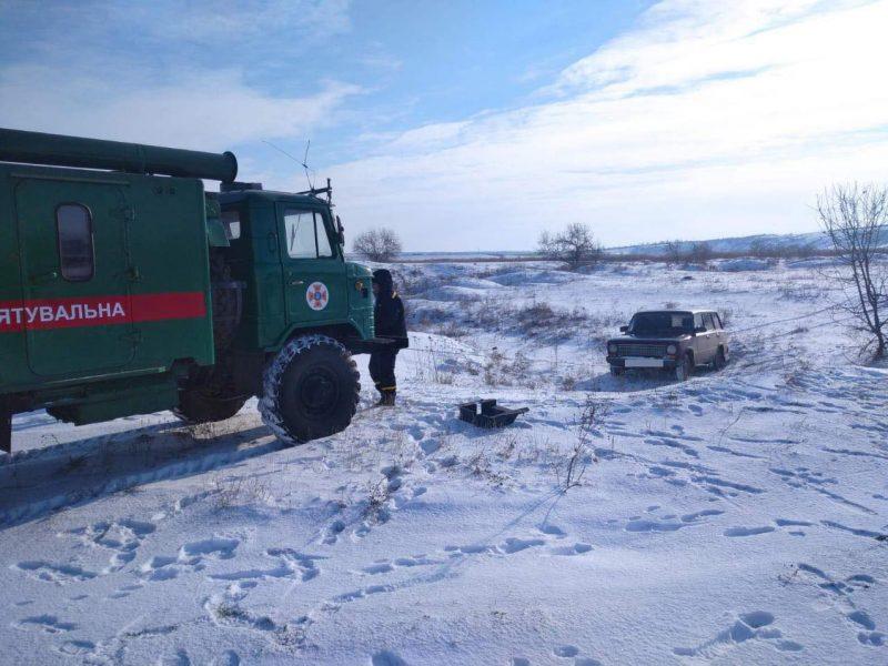 За неделю непогоды спасатели Николаевщины вытащили из снежных заносов 17 автомобилей и обогрели 102 человека