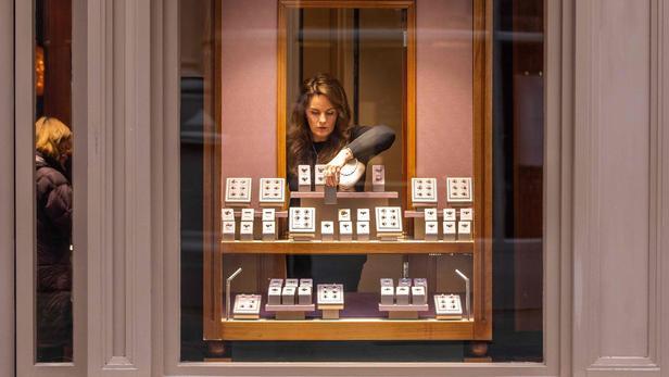С самокатом и топором: в Париже ограбили ювелирный магазин на 500 тыс.евро