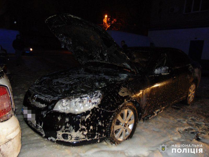 В Николаеве полиция расследует поджог автомобиля Chevrolet в Ингульском районе (ФОТО)
