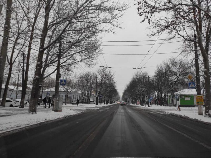 ЭЛУ автодорог Николаева отчиталась о первых результатах работы во время ухудшения погоды и снегопада (ФОТО)