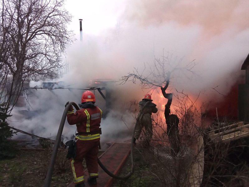 В Первомайске горела баня и хозпостройка, в Криничках – частный дом (ФОТО)
