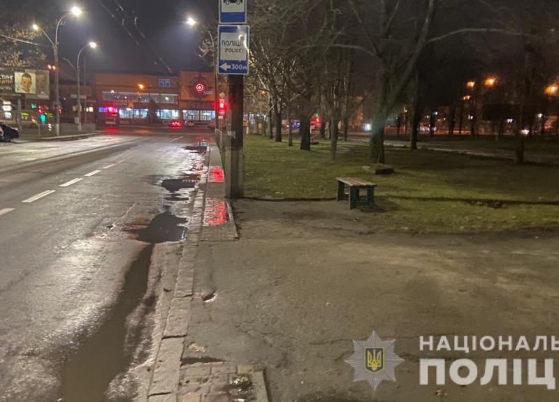 Полиция установит, почему в Николаеве пенсионер выпал из троллейбуса