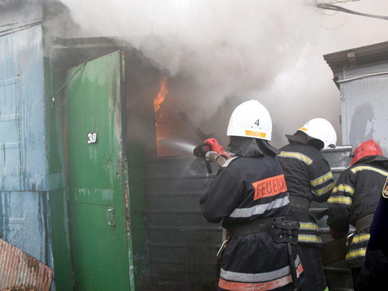На одном из рынков Николаева сгорел металлический вагончик (ФОТО)