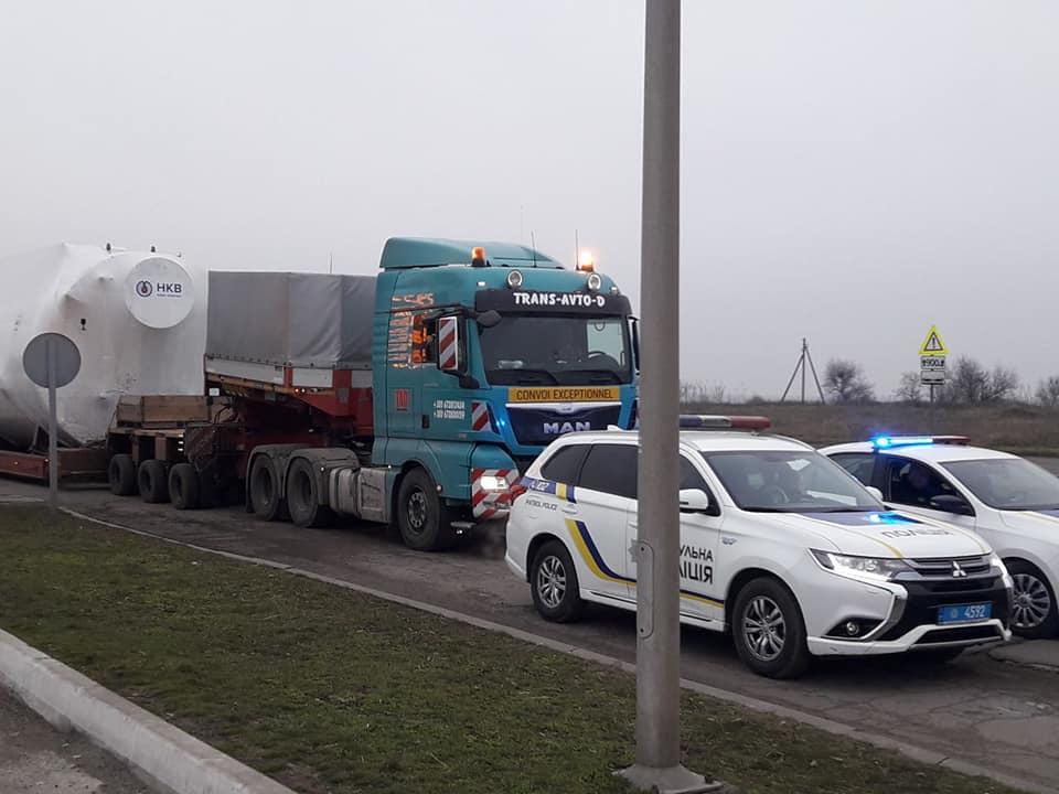 Огромный агрегат провезли по улицам Николаева в котельную на Намыве (ФОТО) 5