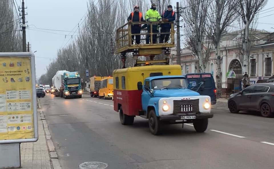 Огромный агрегат провезли по улицам Николаева в котельную на Намыве (ФОТО) 9