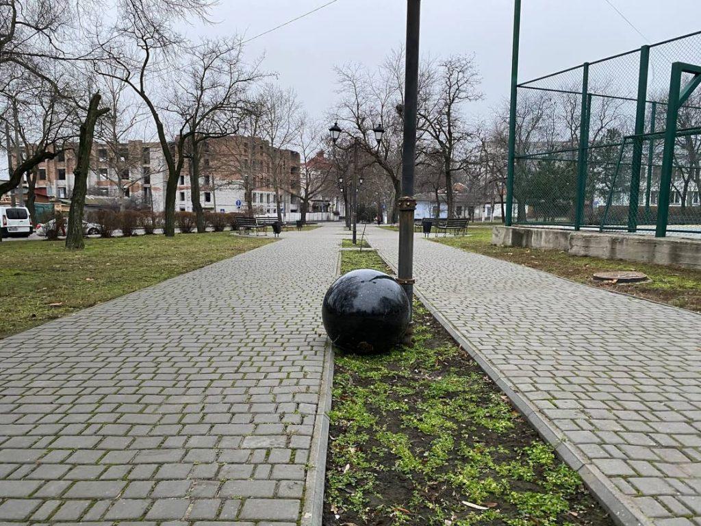 """В """"Сердце города"""" укатился второй гранитный шар весом 200 кг 3"""