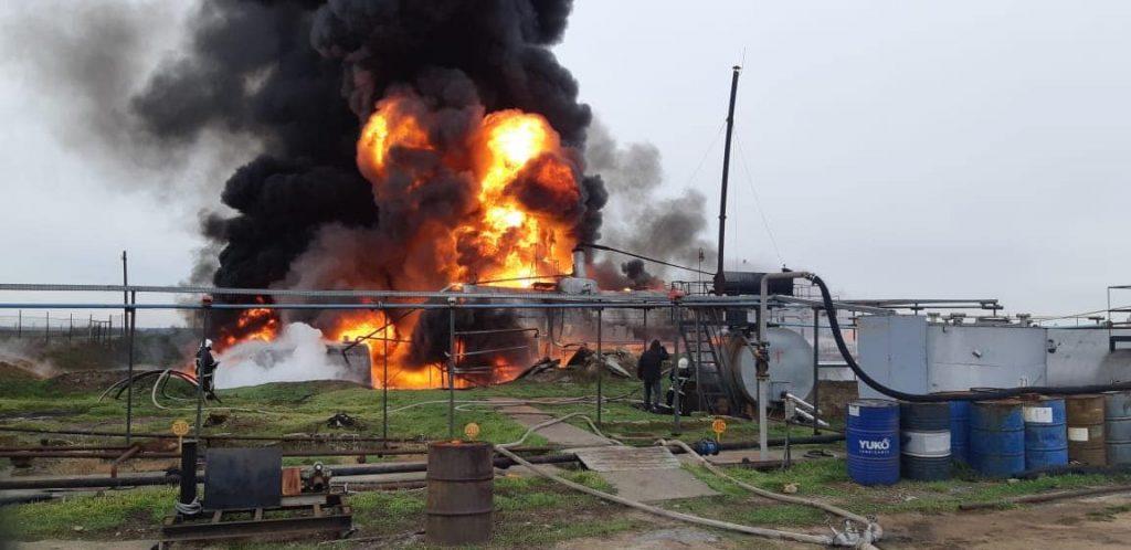Под Николаевом на складе ГСМ горит цистерна с нефтепродуктами (ФОТО) 1
