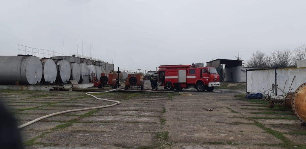 Под Николаевом на складе ГСМ горит цистерна с нефтепродуктами (ФОТО) 3